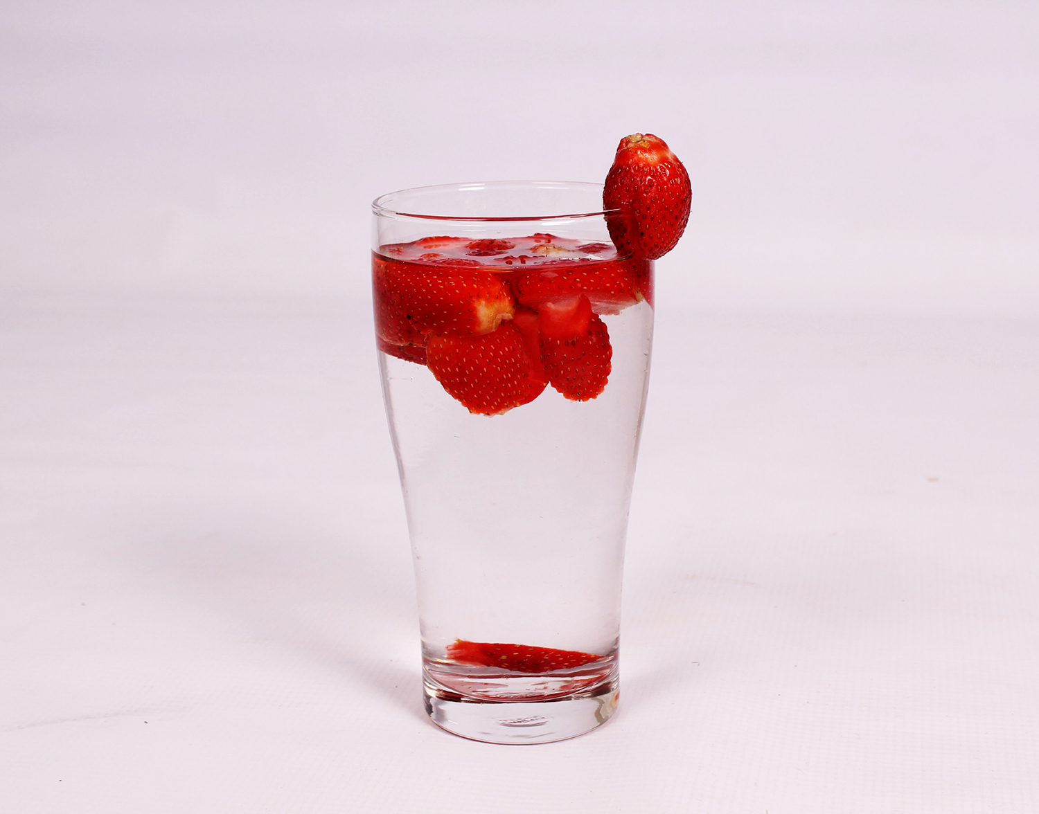 Strawberry Water Recipe. Fruit infused water strawberries