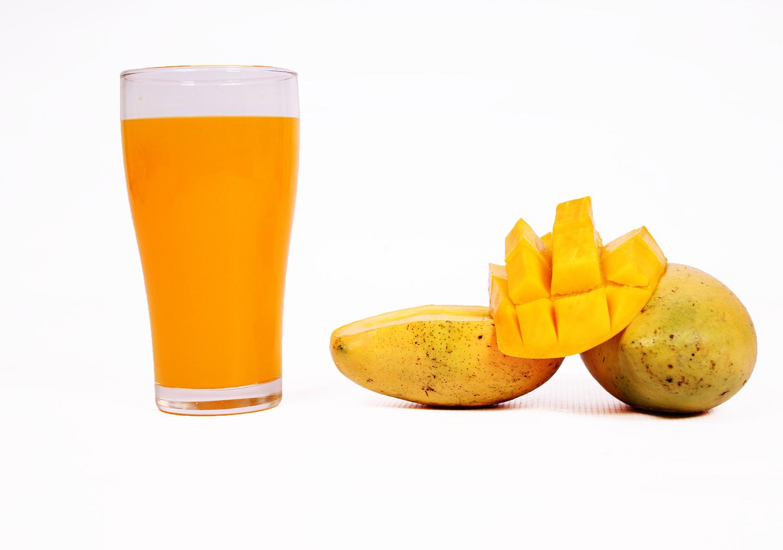 Mango juice and fresh sliced mango